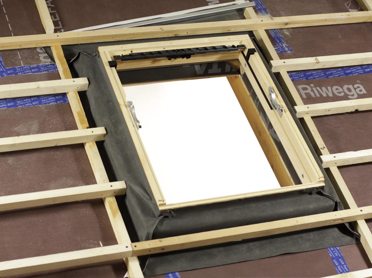 Lucernaio finestre per tetti velux serrande avvolgibili for Prodotti velux